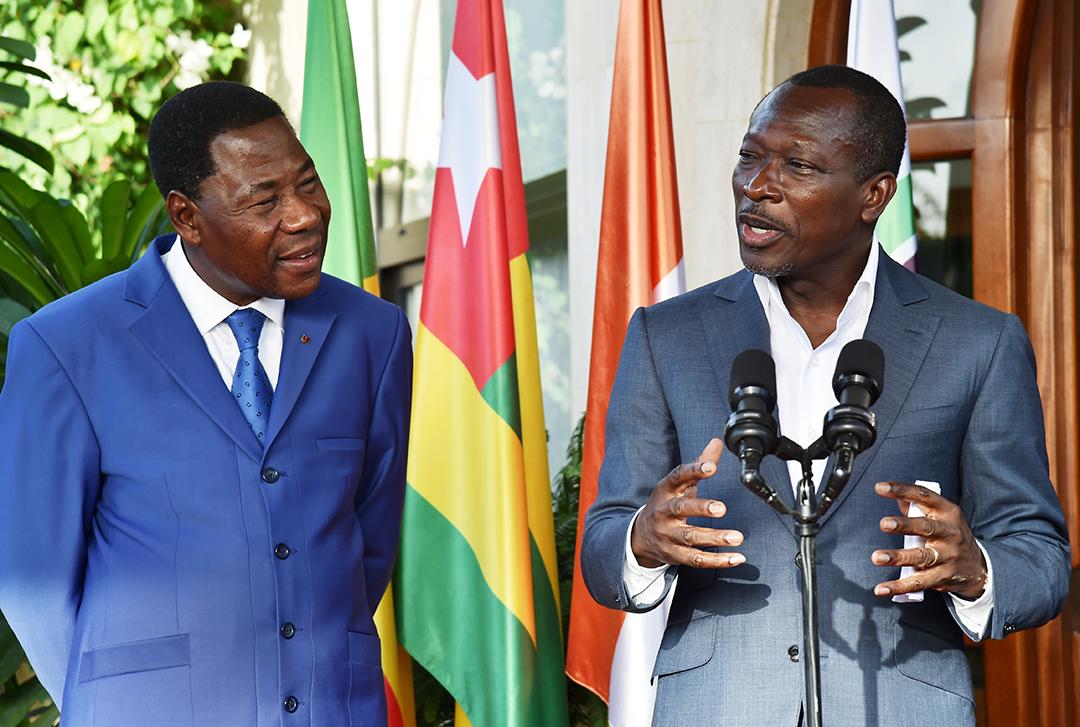 Patrice Talon (à droite) avec l'ancien président Thomas Boni Yayi, à Abidjan, le 18avril 2016.