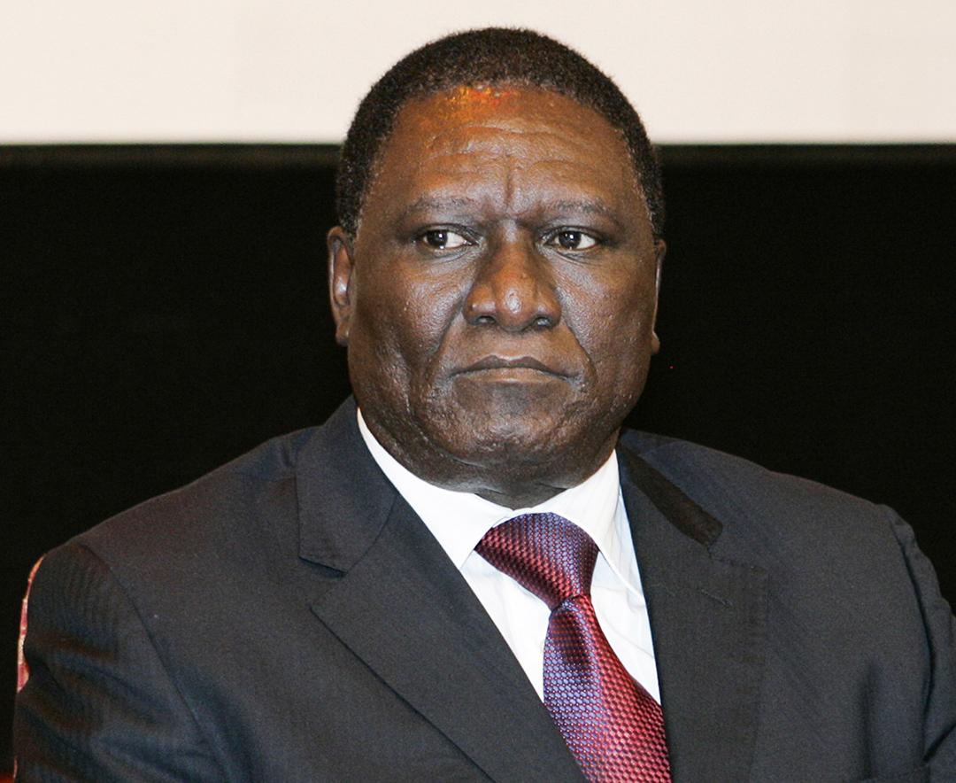 L'ancien gouverneur de la région du Sud, 64 ans – soit douze ans de moins qu'Evouna–, pourrait profiter de la volonté de « rajeunissement » de la classe politique affichée par le RDPC
