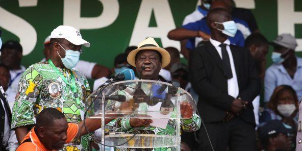 Henri Konan Bédié, tydens die opposisie-betoging op 10 Oktober in Abidjan.