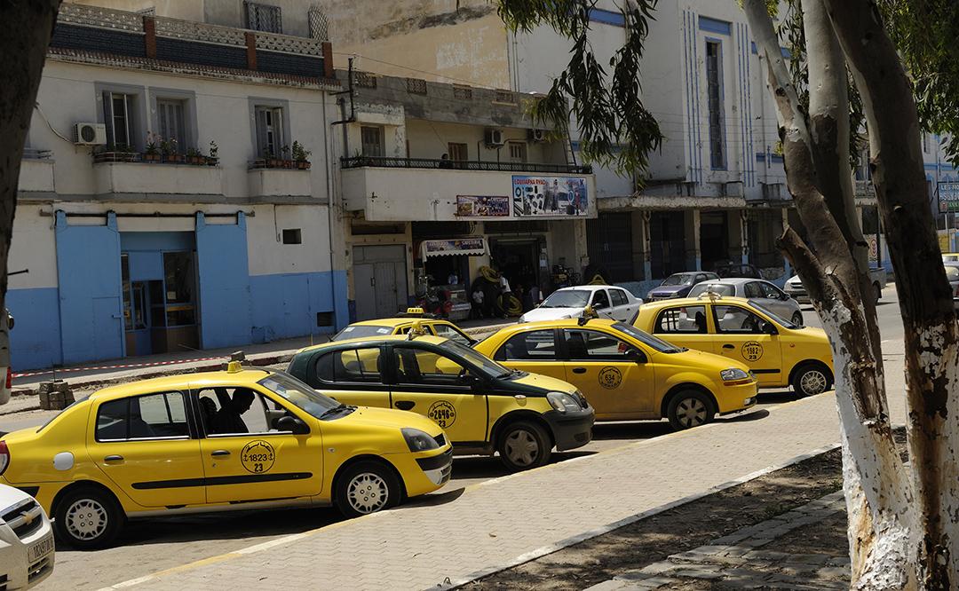 Des taxis algériens à Annaba.