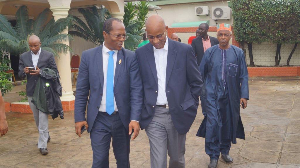 Ousmane Gaoual Diallo, conseiller politique de Cellou Dalein Diallo, aux côtés du candidat de l'UFDG pendant la campagne présidentielle.