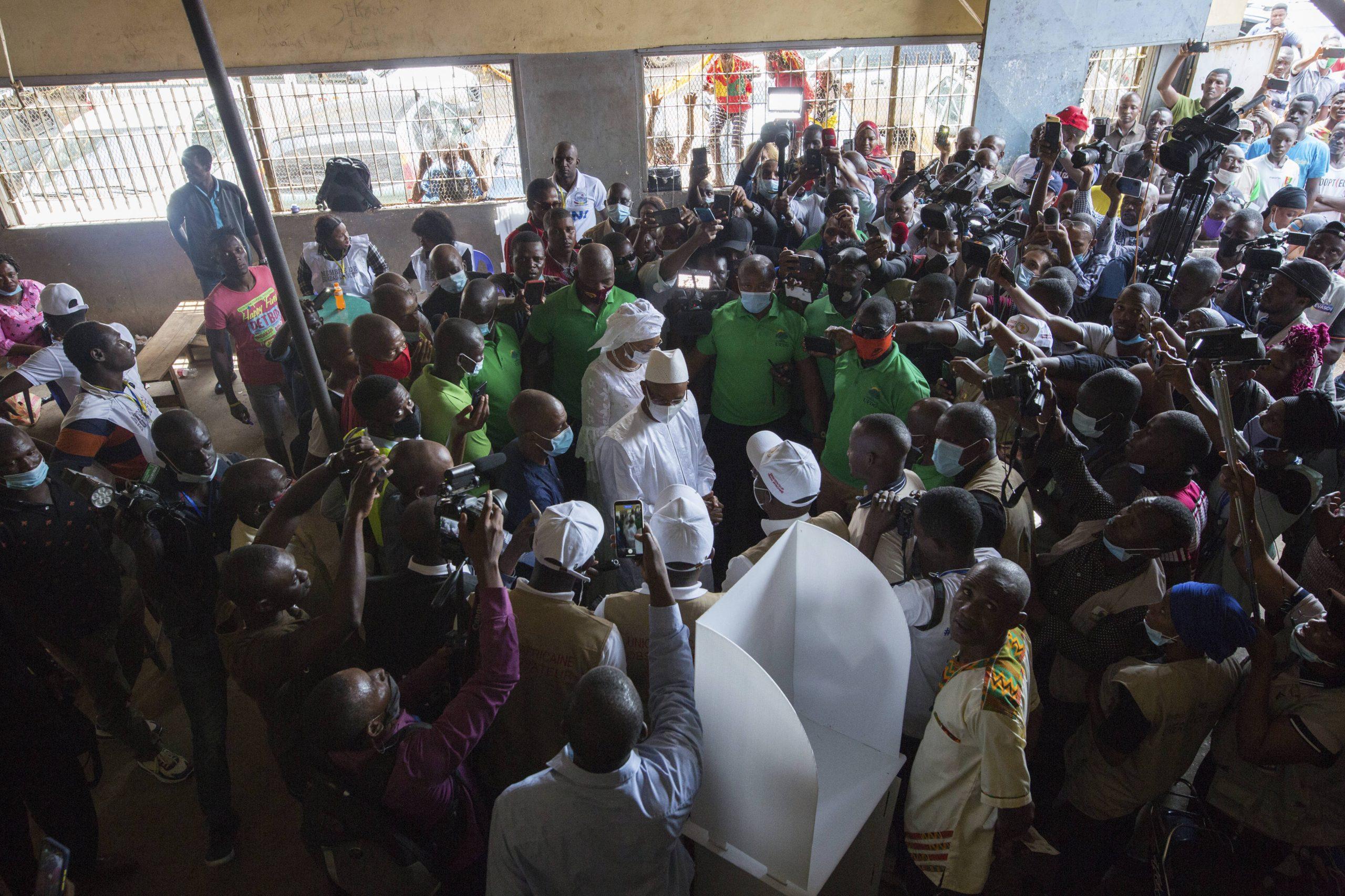 L'opposant Cellou Dalein Diallo vote à Conakry, le 18 octobre 2020.