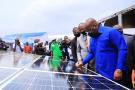 Félix Tshisekedi pose de première pierre de la centrale solaire photovoltaïque de Menkao, le 19 août 2020.