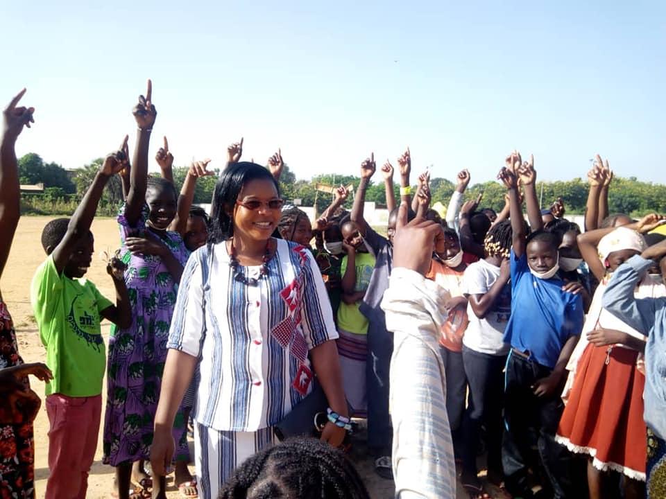 Yeli Monique Kam, candidate à la présidentielle 2020 au Burkina, lors d'un déplacement de campagne le 13 octobre.