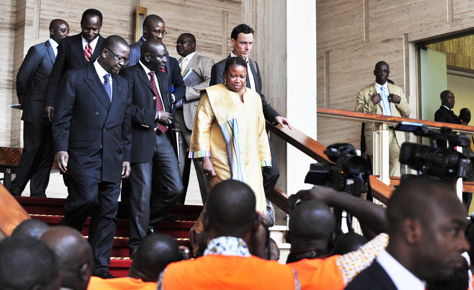 Une délégation de la CPI sortant du palais présidentiel ivoirien, le 28juin 2011.