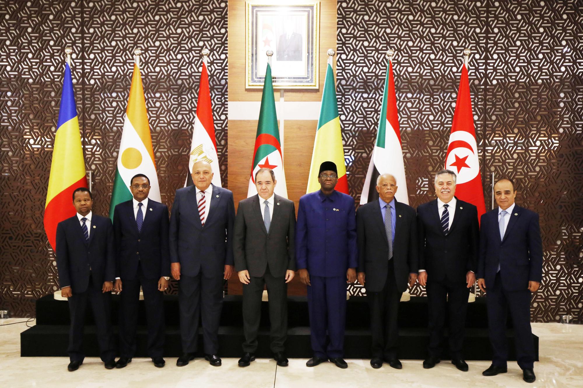 Le chef de la diplomatie algérienne Sabri Boukadoum entouré de ses pairs nigérian, tunisien, égyptien, soudanais, nigérien, tchadien et malien, le 23janvier dernier, à Alger.