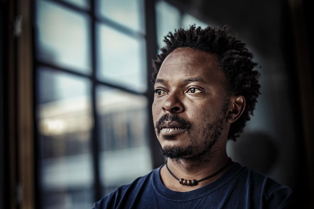 Sammy Baloji est originaire de Lubumbashi où il est né en 1978.