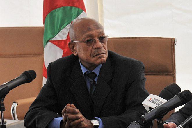 Le wali d'Alger Abdelkader Zoukh lors d'une conférence de presse en 2013.