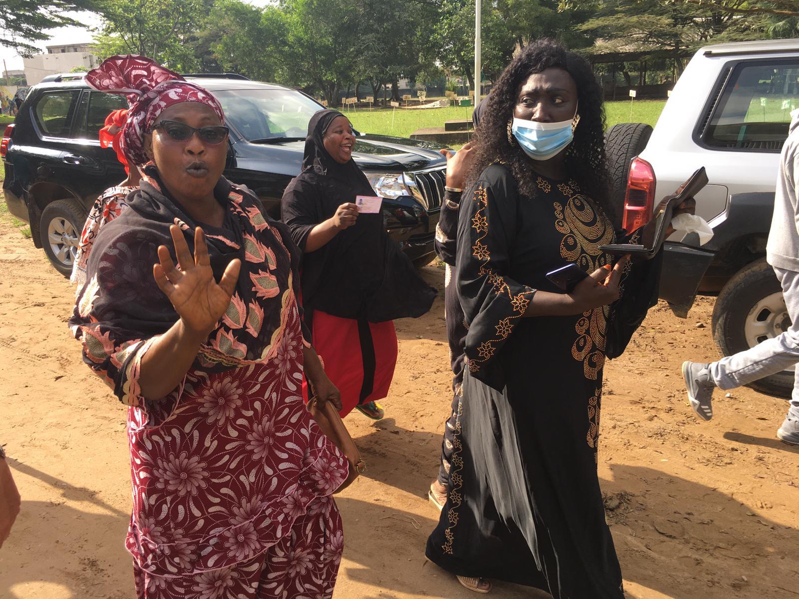 A la sortie du bureau de vote du collège d'Anador (Abobo), le 31 octobre 2020.