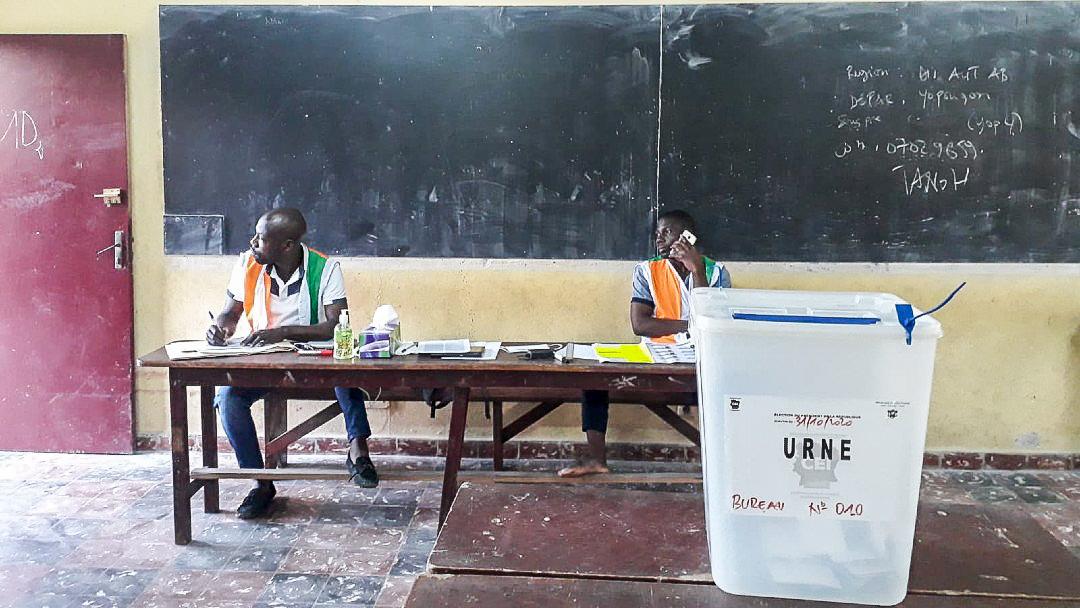 Au bureau de vote du groupe scolaire groupe scolaire William Ponty, à Yopougon, quelques instants avant la fermeture, ce 31 octobre.