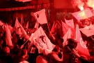 Des personnes se rassemblent alors que le mouvement Ennahdha a remporté les élections locales après avoir obtenu 27,5 % des voix, à Tunis, en Tunisie, le 6 mai 2018.