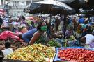 Occupant la majorité des emplois informels, les femmes sont particulièrement susceptibles de subir les bouleversements négatifs liés au Covid-19. Ici, un marché d'Abidjan