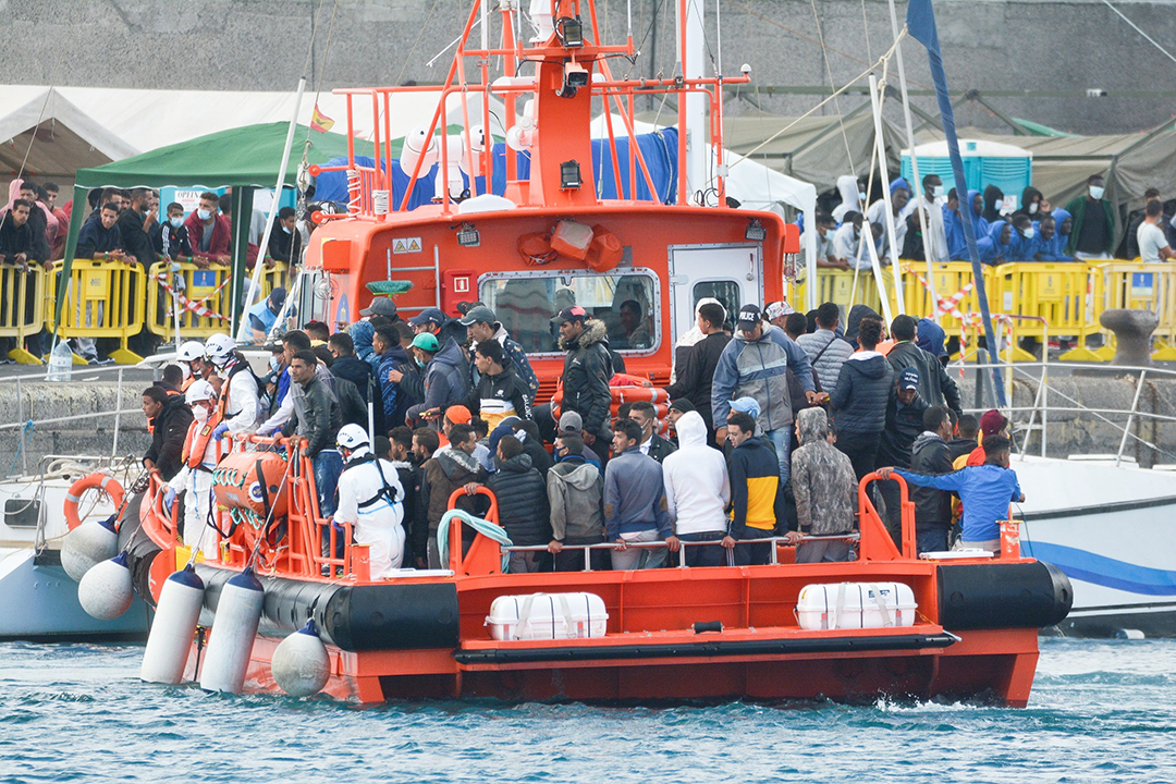 Depuis fin septembre, 200 bateaux ont débarqué 5 000 migrants aux Canaries, soit dix fois plus que durant la même période en 2019.