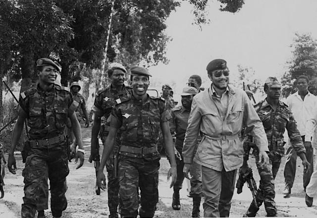 Jerry Rawlings, aux côtés de Thomas Sankara et de Blaise Compaoré (à gauche), en septembre 1983 lors d'une visite officielle du président ghanéen en Haute Volta.
