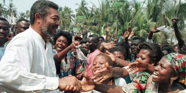 Jerry Rawlings, lors d'un meeting de campagne pour la présidentielle de 1996 à Accra, à l'issue de laquelle il a été réélu à un second mandat.