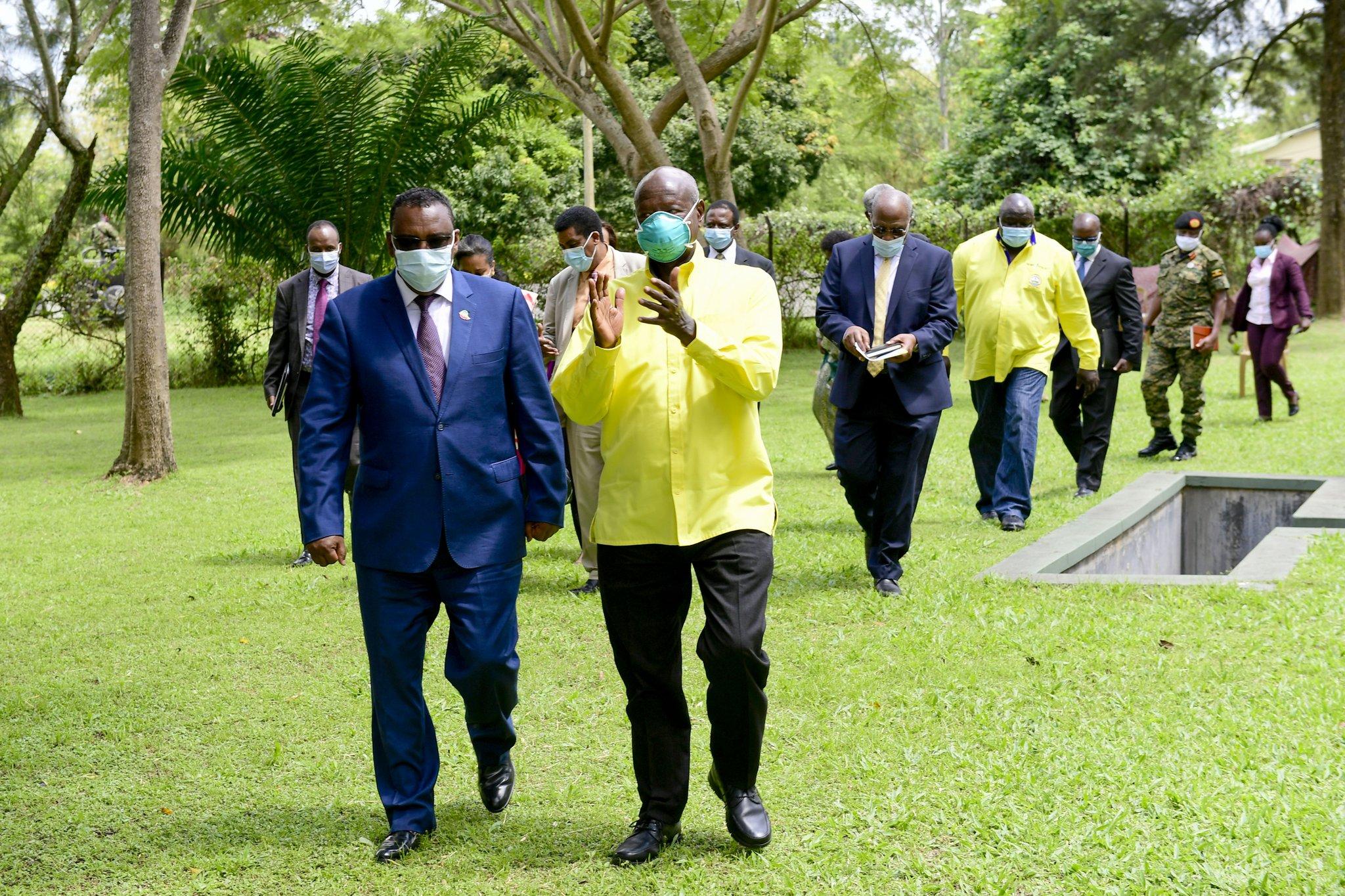 Le président ougandais Yoweri Museveni et vice-Premier ministre éthiopien, Demeke Mekonnen Hassen, le 16 novembre 2020 à Gulu (Nord de l'Ouganda).