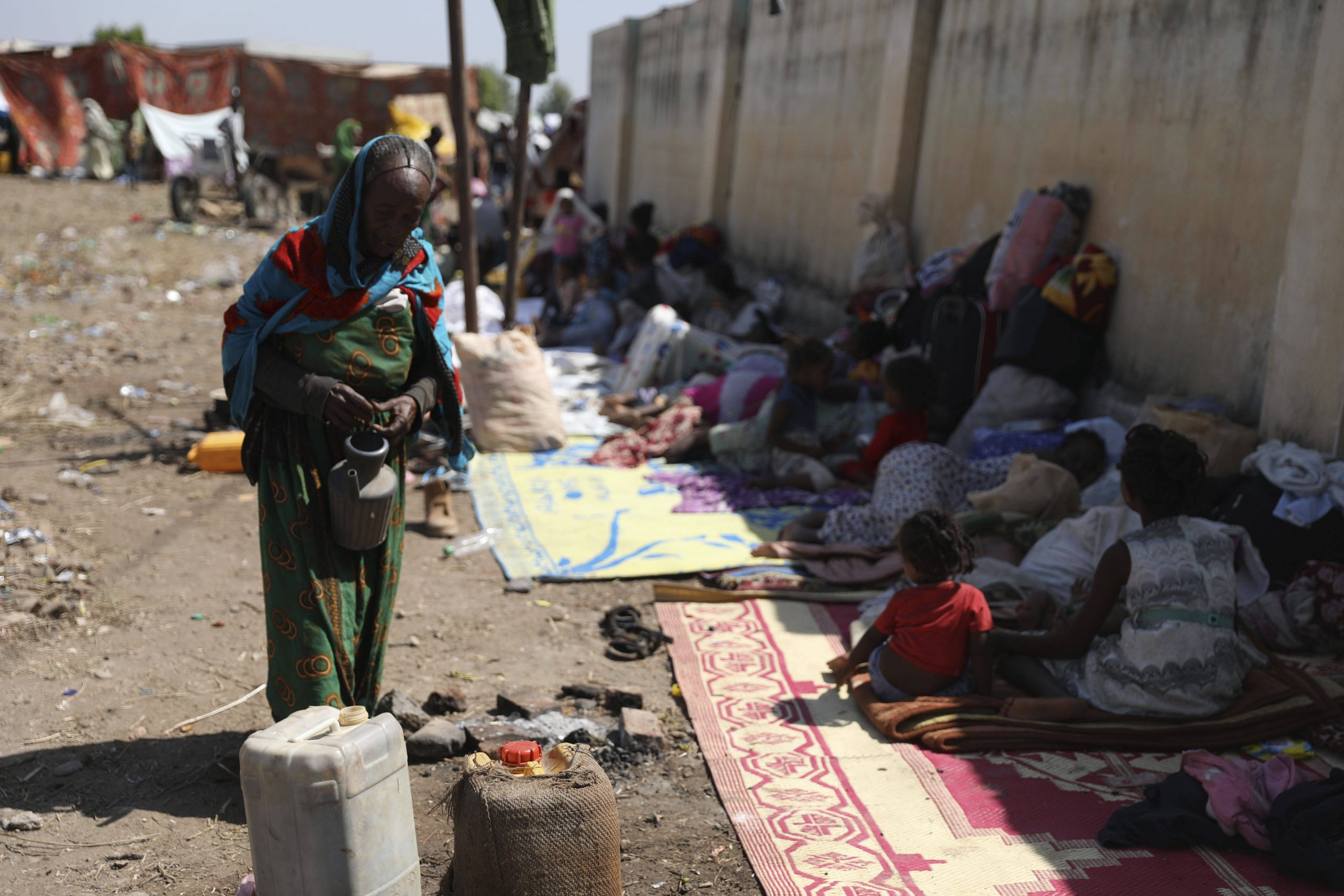 Des réfugiés éthiopiens en provenance de la région du Tigré, en conflit avec Addis-Abeba, arrivent au Soudan le 14 novembre 2020.