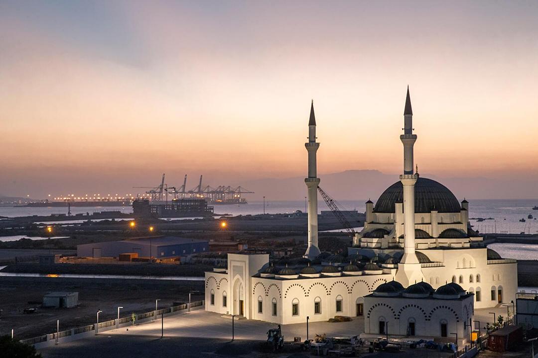 La mosquée Abdulhamid-II, à Djibouti, la plus grande du pays, a été construite par la Fondation turque Diyanet et a ouvert ses portes au début de 2020.