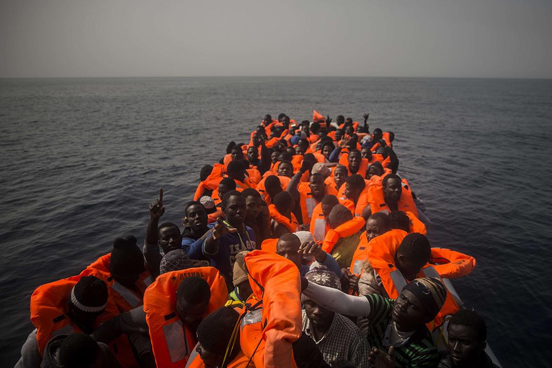 Des migrants soudanais et sénégalais au large des côtes libyennes, en février 2016.