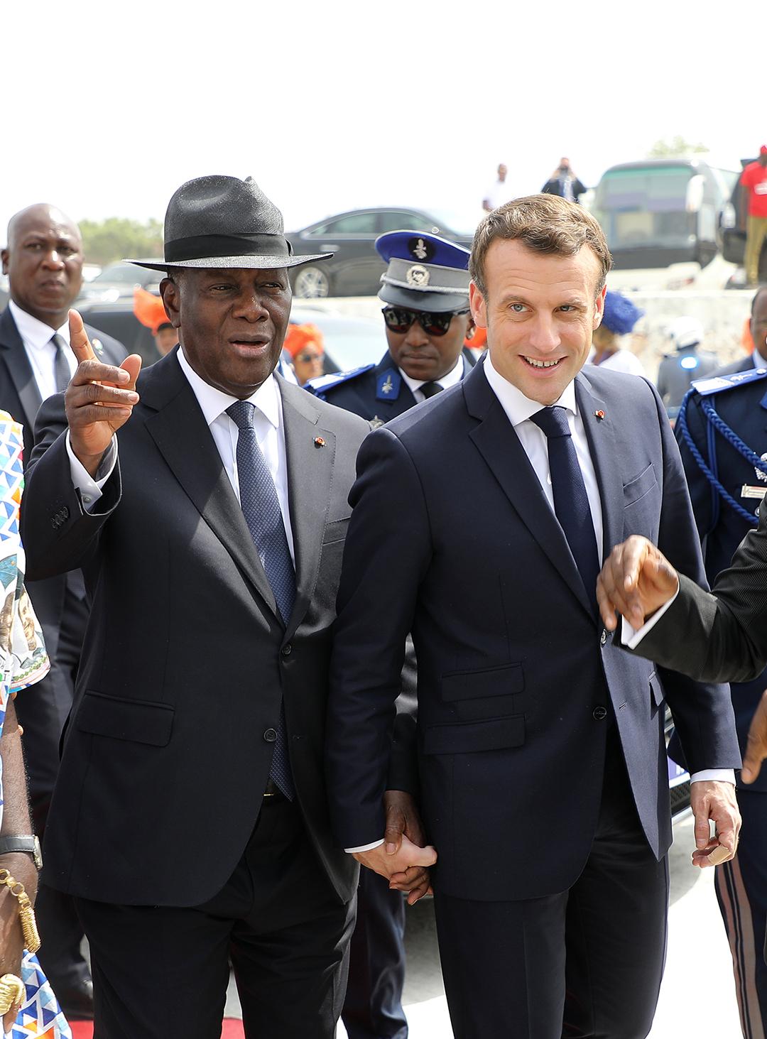 Emmanuel Macron et Alassane Ouattara sur le marché de Bouaké, le 22 décembre 2019.