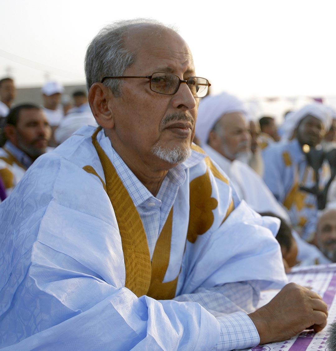 Sidi Ould Cheikh Abdallahi était arrivé au pouvoir avec le soutien de l'armée, à l'issue de la transition menée par le colonel Ely Ould Mohamed Vall après la chute de Maaouiya Ould Taya.
