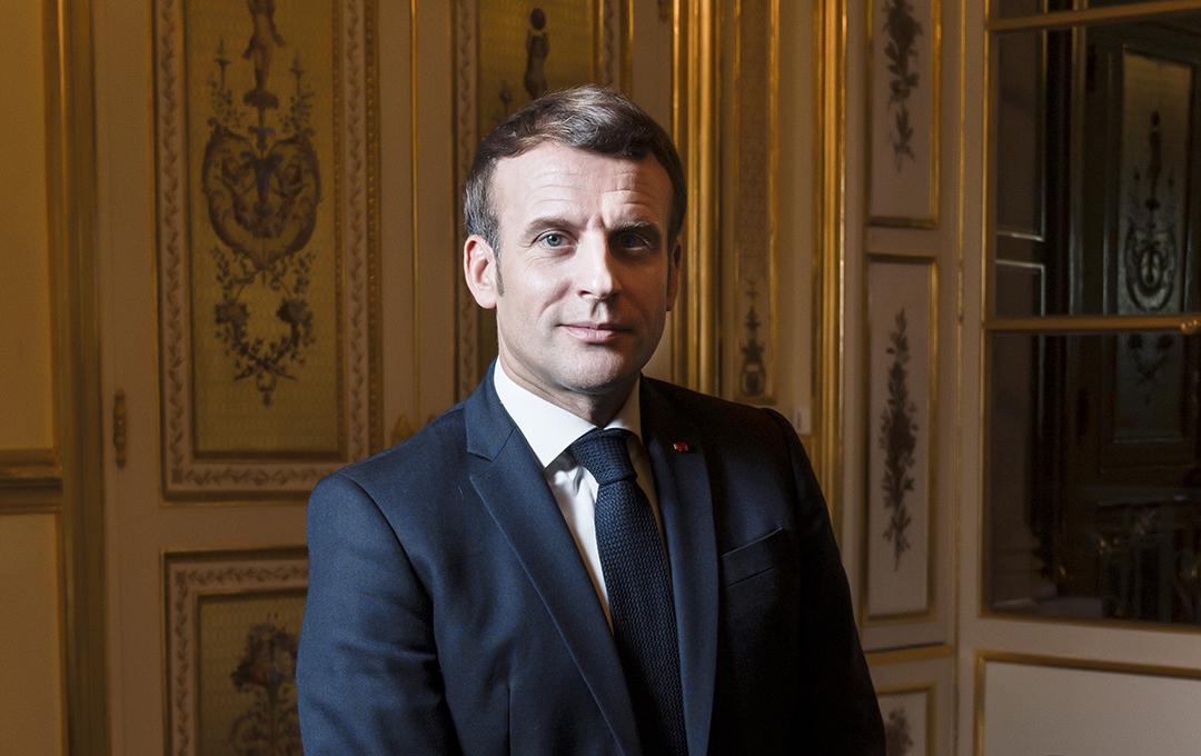 Emmanuel Macron, le 16 novembre 2020, dans le salon doré du palais de l'Élysée
