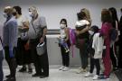 Des voyageurs libanais arrivent à l'aéroport international de Beyrouth après sa réouverture, le 1er juillet 2020.