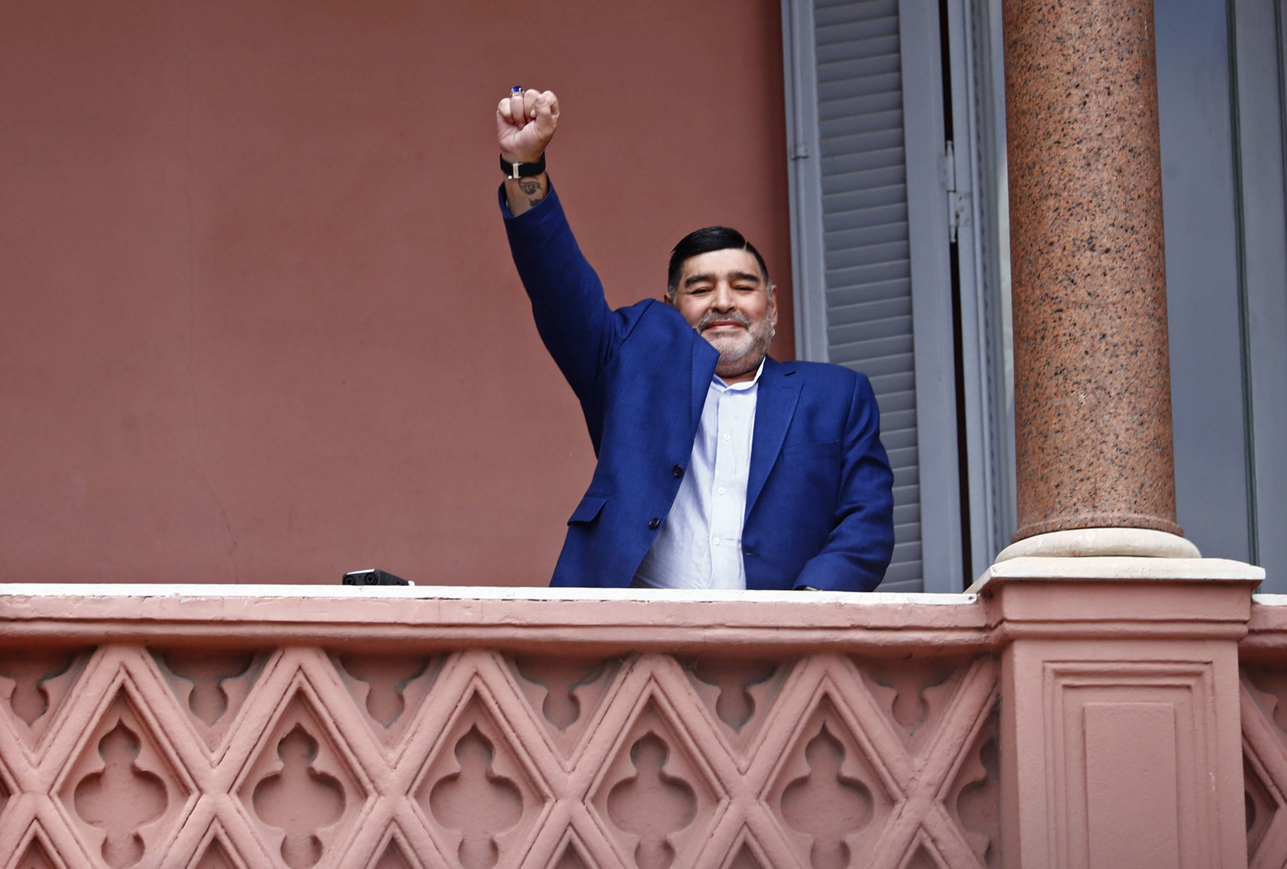 Diego Maradona, devant une foule de fans argentins, le 26 décembre 2019.