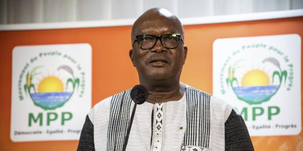 Le président Roch Marc Christian Kaboré s'adresse à ses supporters à Ouagadougou, le 26 novembre 2020.