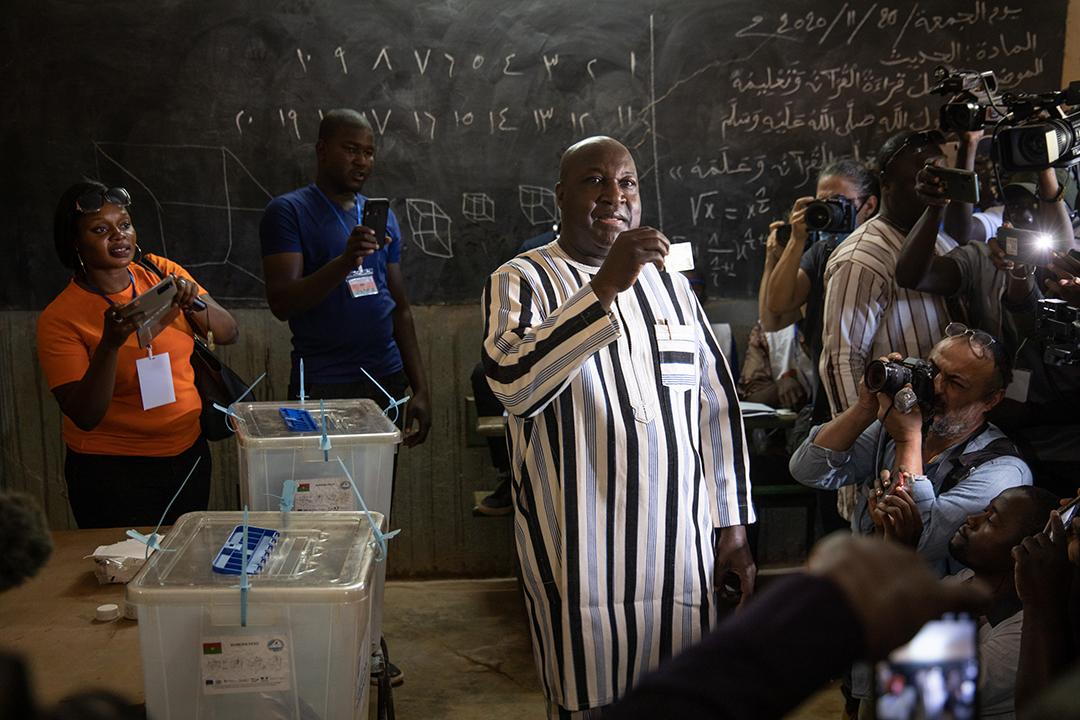 Zéphirin Diabré, lors de la présidentielle du 22 novembre, dans un bureau de vote de Ouagadougou.