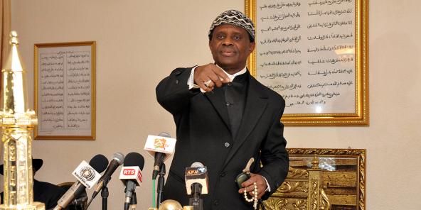 Le chef religieux mouride Modou Kara Mbacké face à la presse, à Dakar