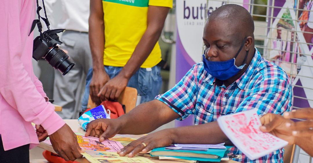 Stand d'un auteur de Brazzaville au festival Bilili 2020.