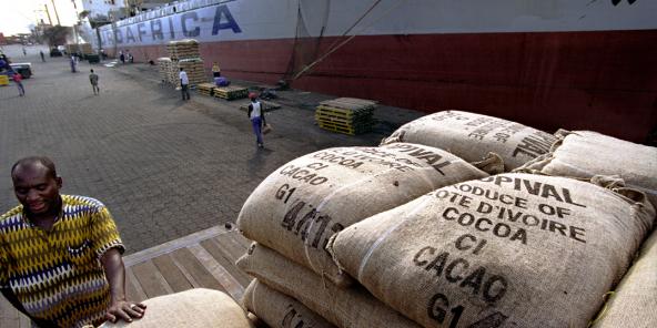 Seuls 6% des 100 milliards de dollars générés chaque année dans le monde reviennent aux cacaoculteurs. Ici, le port d'Abidjan.