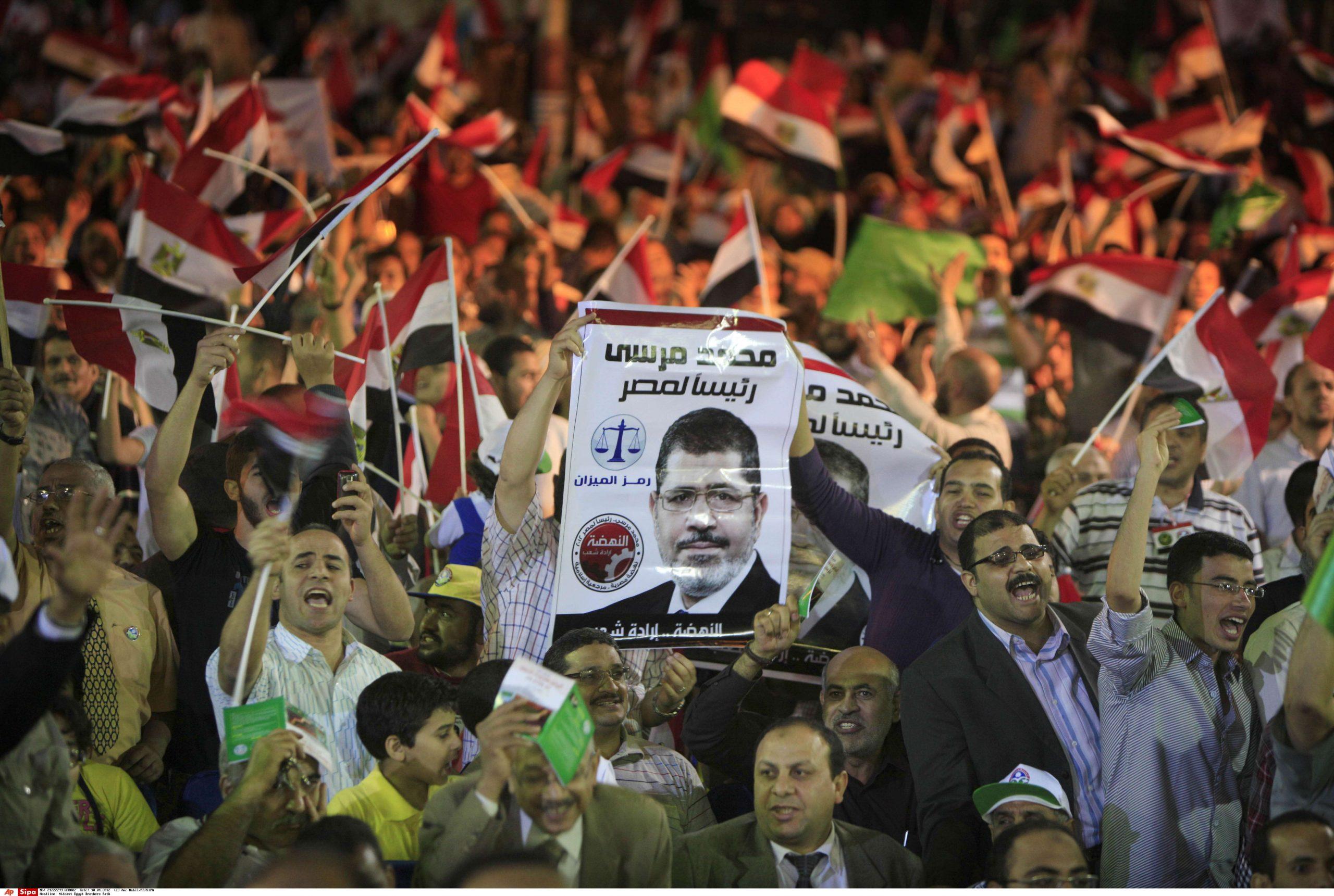 Des partisans de l'ancien président égyptien Mohamed Morsi, au Caire, le 30 avril 2012.