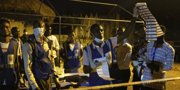 Lors du dépouillement, à Accra, à l'issue de la présidentielle et des législatives du 7 décembre 2020.