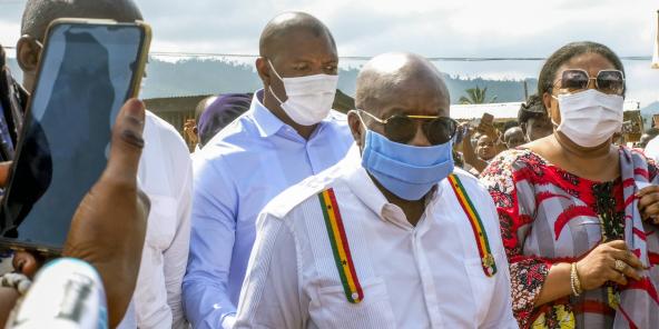 Le président sortant Nana Akufo-Addo, arrive dans son bureau de vote, le 7 décembre 2020, à Accra, au Ghana.