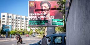 Une affiche d'une campagne de prévention contre le coronavirus à Casablanca, le 20 avril 2020.