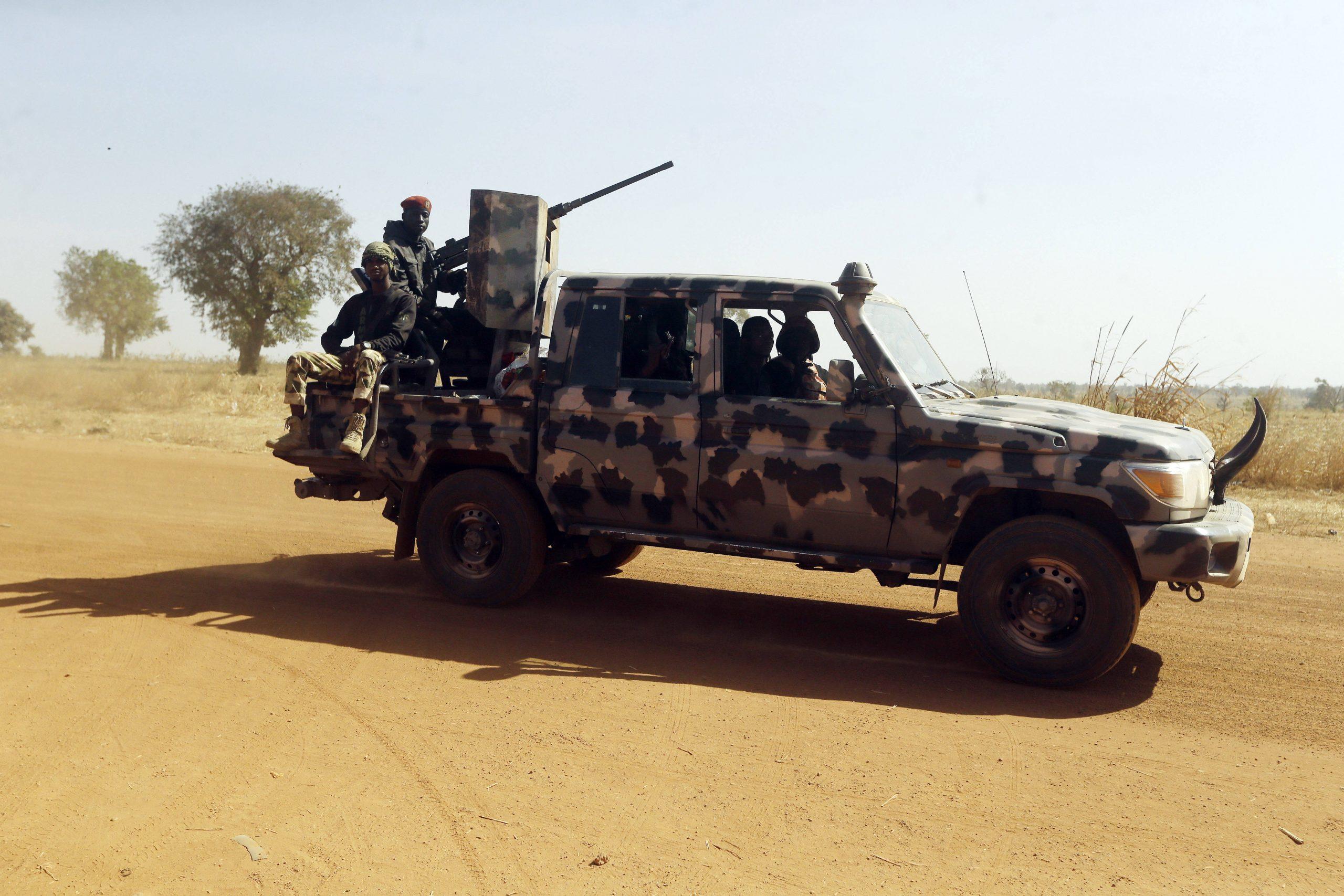 Des soldats nigérians à Kankara, le 16 décembre 2020, après l'enlèvement de plus de 300 lycéens revendiqué par la branche de Boko Haram fidèle à Shekau.
