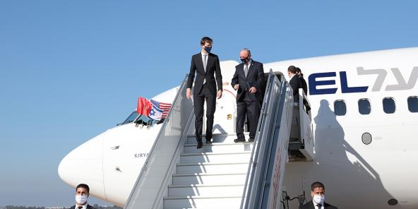 La délégation américano-israélienne conduite par le conseiller du président Donald Trump, Jared Kushner, et le conseiller à la sécurité nationale d'Israël, Meier Ben Shabbat, à son arrivée à l'aéroport de Rabat-Salé ce 22 décembre.