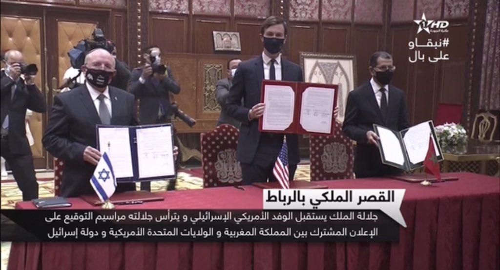 Signature d'une déclaration commune par Jared Kushner, Saâdeddine El Othmani et Meir Ben Shabbat, le 22 décembre 2020.