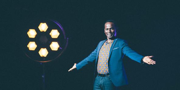 Outre sa célèbre chronique sur RFI, Mamane a également créé la société Gondwana City Productions et l'émission «Le Parlement du rire», sur Canal+ Afrique. Il veut désormais fonder son école de comédie.