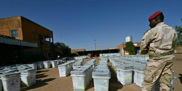 Préparation du matériel électoral à Niamey, le 26 décembre 2020.