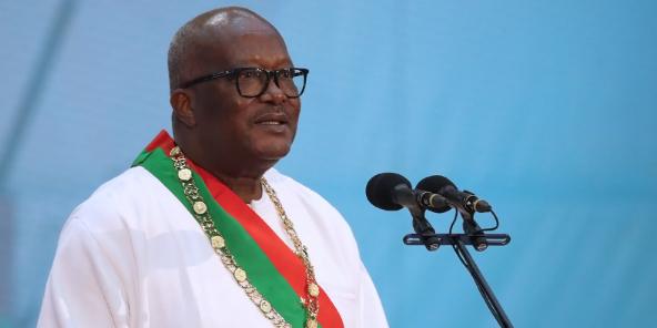 Le président burkinabè Roch Marc Christian Kaboré lors de son ivestiture pour un second mandat, le 28 décembre 2020 à Ouagadougou.