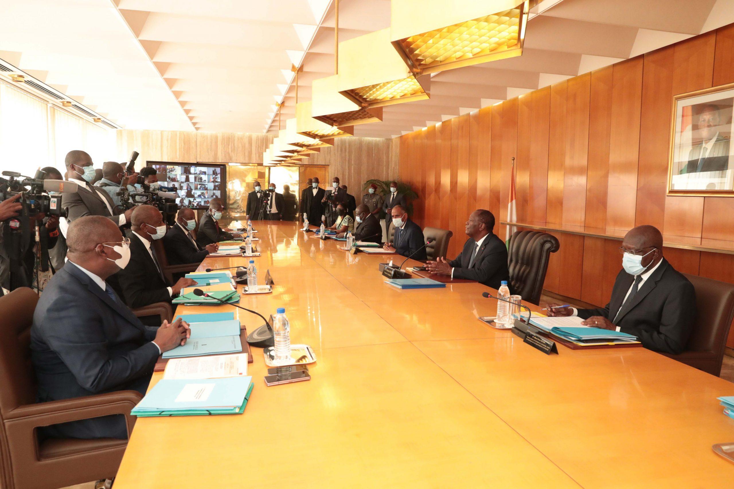 Alassane Ouattara, lors du conseil des ministres du 30 décembre 2020.