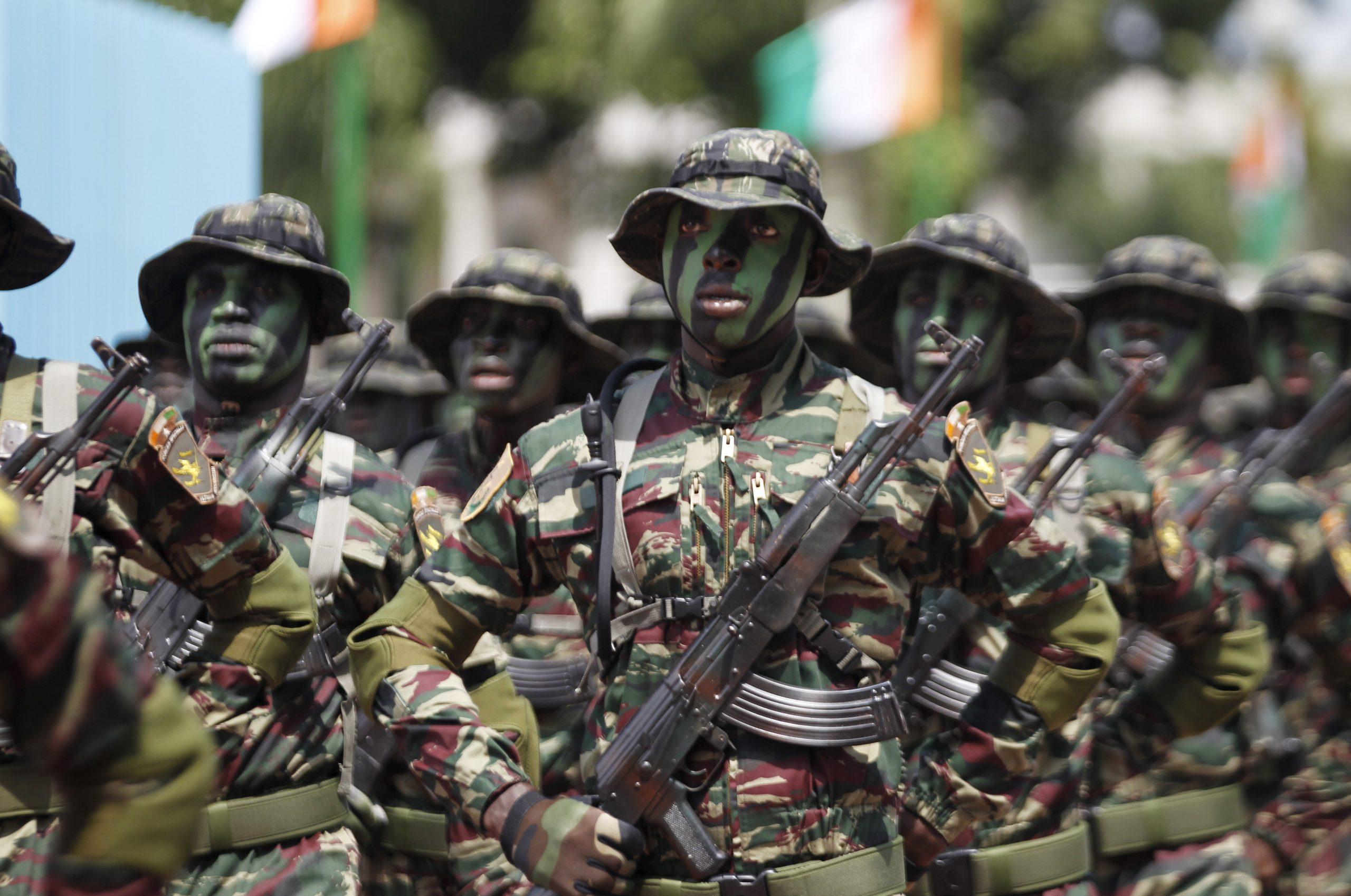 Des soldats des forces spéciales ivoiriennes, lors d'un défilé militaire en 2015 (illustration).