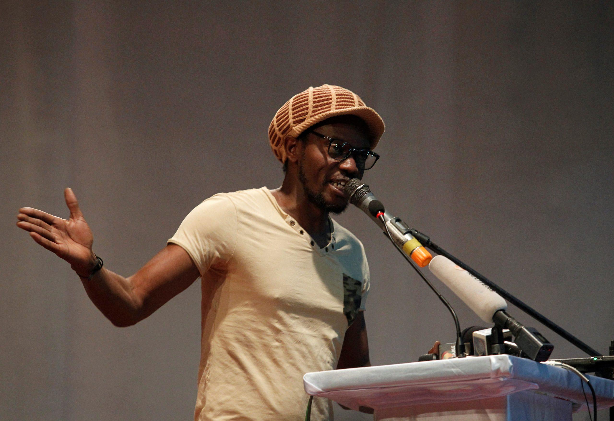 L'activiste malien Ras Bath, lors d'un rassemblement de l'opposition à IBK en août 2018.