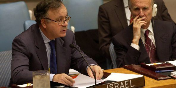 L'ambassadeur israélien à l'ONU Yehuda Lancry s'adressant au Conseil de sécurité des Nations Unie, le 17 octobre 2002, à New York.