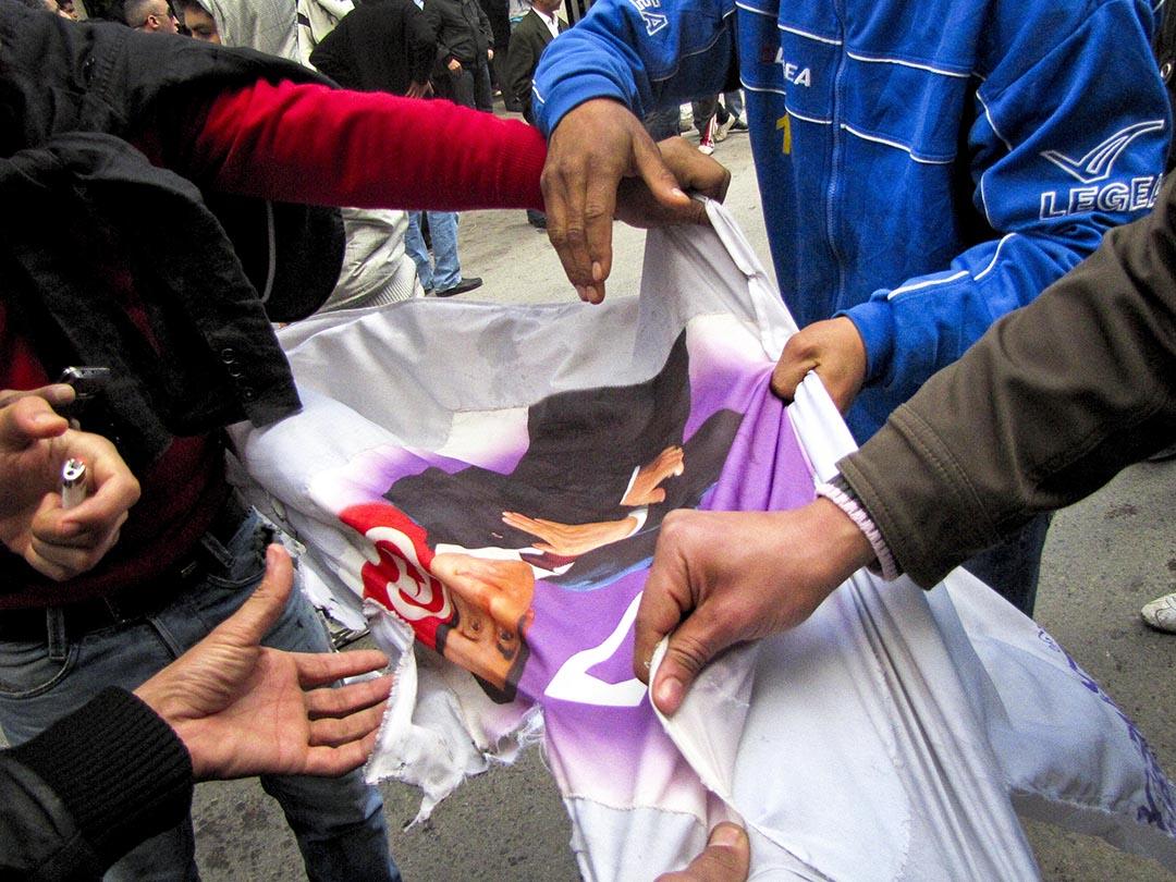 La grande manifestation du vendredi 14 janvier devant le ministère de l'intérieur sur l'avenue Habib Bourguiba.