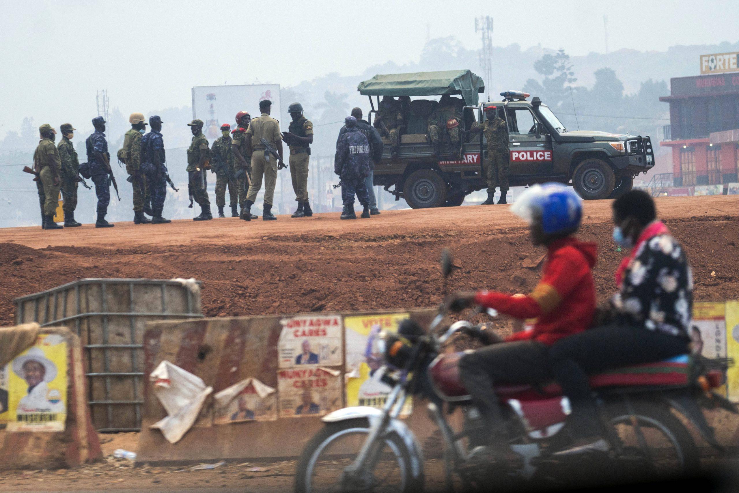 Forte présence policière et militaire à Kampala, en Ouganda, pour l'élection présidentielle du 14 janvier 2021.
