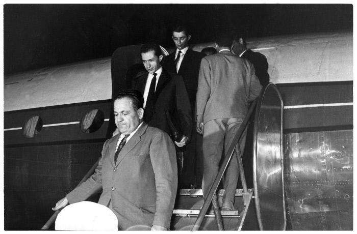 Retour de la délégation algérienne, aprés l'echec des pourparlers de Melun avec les émissaires français conduits par Roger Moris, secrétaire général des Affaires algériennes (26 juin 1960).